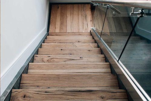 piso-vinilico-en-escaleras-tfc