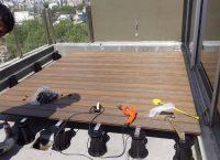 Instalación de 90 mts. de deck Composite sobre PLOTS en menos de 48 hs. Obra Estudio Roitman