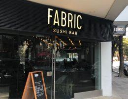 Instalamos en FABRIC Sushi Bar nuestro piso vinílico Novel para alto tránsito comercial y 100% resistente al agua.