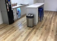 Venta e Instalación piso vinilico 4 mm en Denim Bar